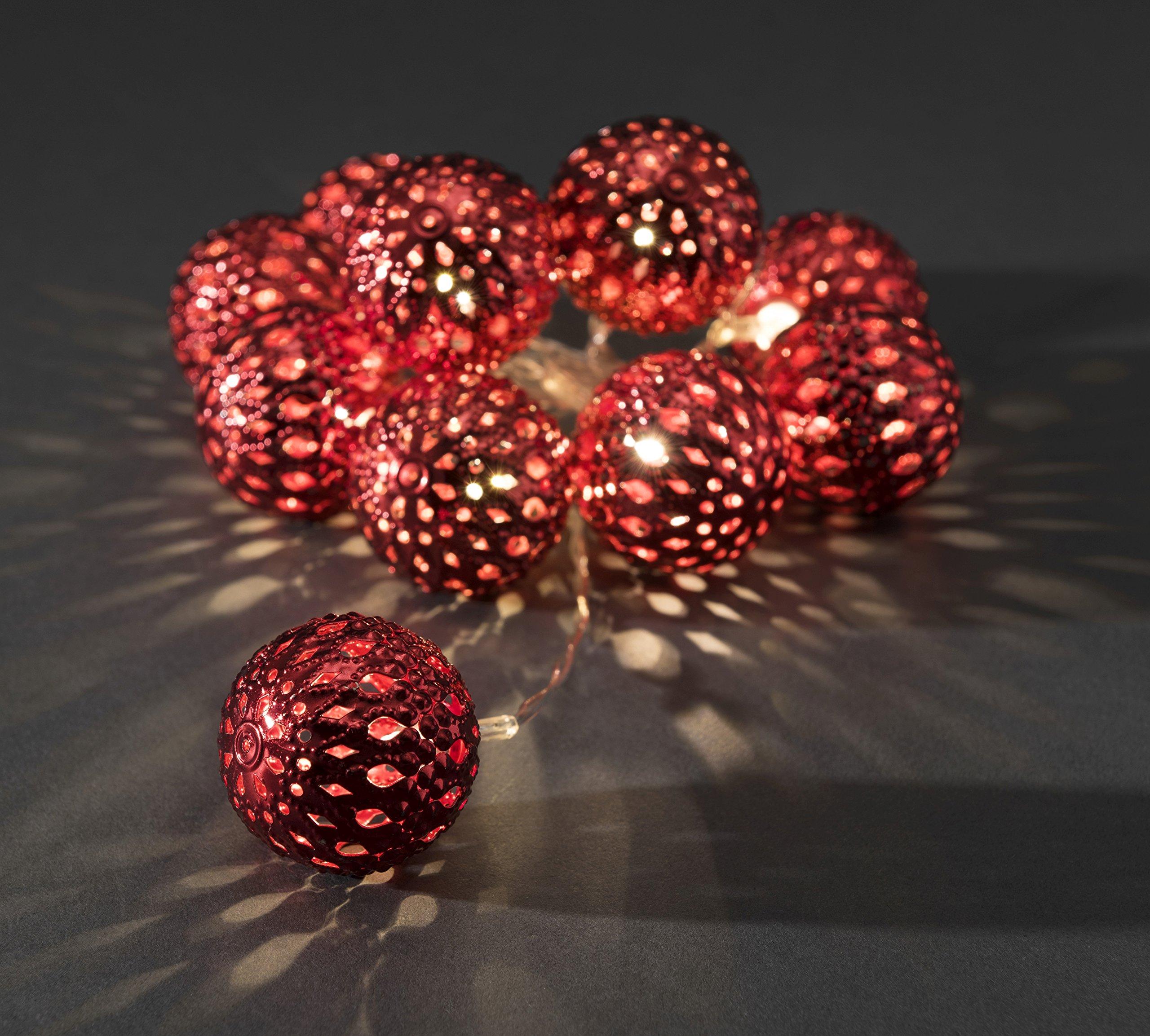 Konstsmide-3157-553-LED-Dekolichterkette-groe-rote-Metallblle-fr-Innen-IP20-Batteriebetrieben-3xAA-15V-exkl-10-warm-weie-Dioden-transparentes-Kabel