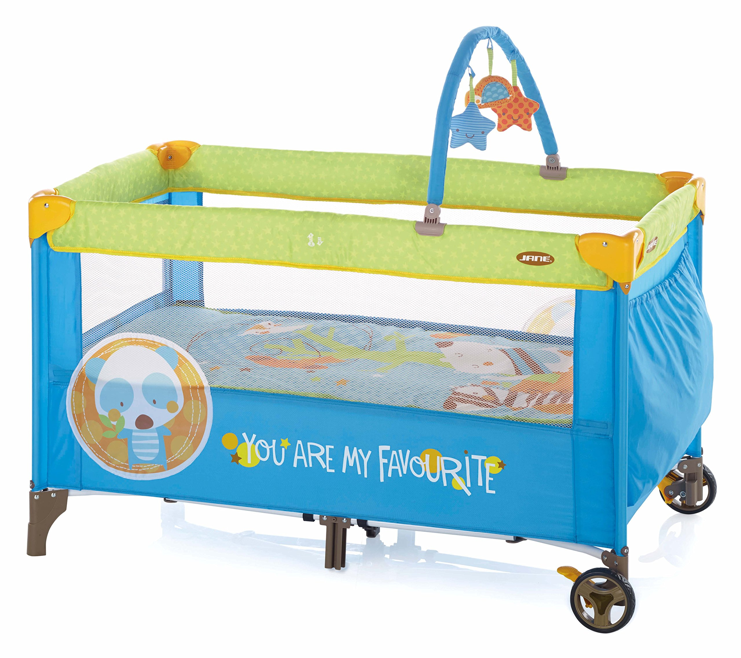 Jane Duo Level Travel Cot (Animal Dots) Jane, Inc. Suitable from birth to 3 years. 2 position base. The highest position is ideal for newborns and helps reduce the strain on your back when putting your baby down to sleep. Toy arch with toys included. 1