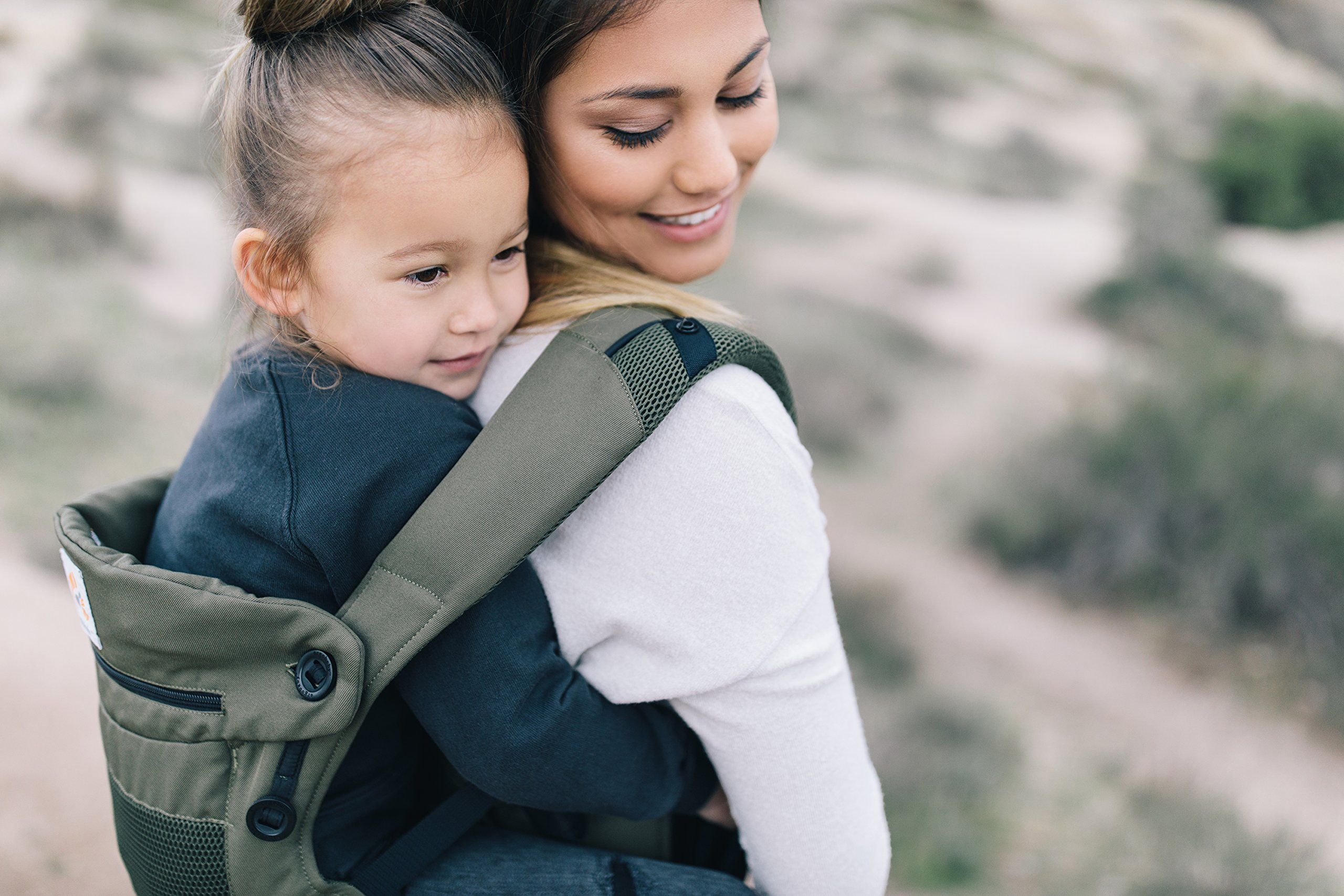 Ergobaby Baby Carrier up to 3 years (12-45 lbs) 360 Cool Air Khaki Green, 4 Ergonomic Carry Positions, Front Back Baby Carrier front facing, Backpack Ergobaby Ergonomic baby carrier for the summer, with 4 ergonomic carry positions: front-inward, back, hip, and front-outward. The carrier is suitable for babies and toddlers weighing 5.5-20 kg (12-45 lbs), and can be used as a back carrier. Also with insert for newborn babies weighing 3.2-5.5 kg (7-12 lbs), sold separately. NEW - The waistbelt with lumbar support can be worn a little higher or lower to support the lower back and provide optimal comfort, and has adjustable padded shoulder straps. The carrier is suitable for men and women. Maximum baby comfort - Breathable 3D air mesh material provides an optimal temperature for your baby on warm days. The structured bucket seat supports the correct frog-leg position for the baby. The carrier also has a neck support and privacy hood with 50+ UV sun protection. 8
