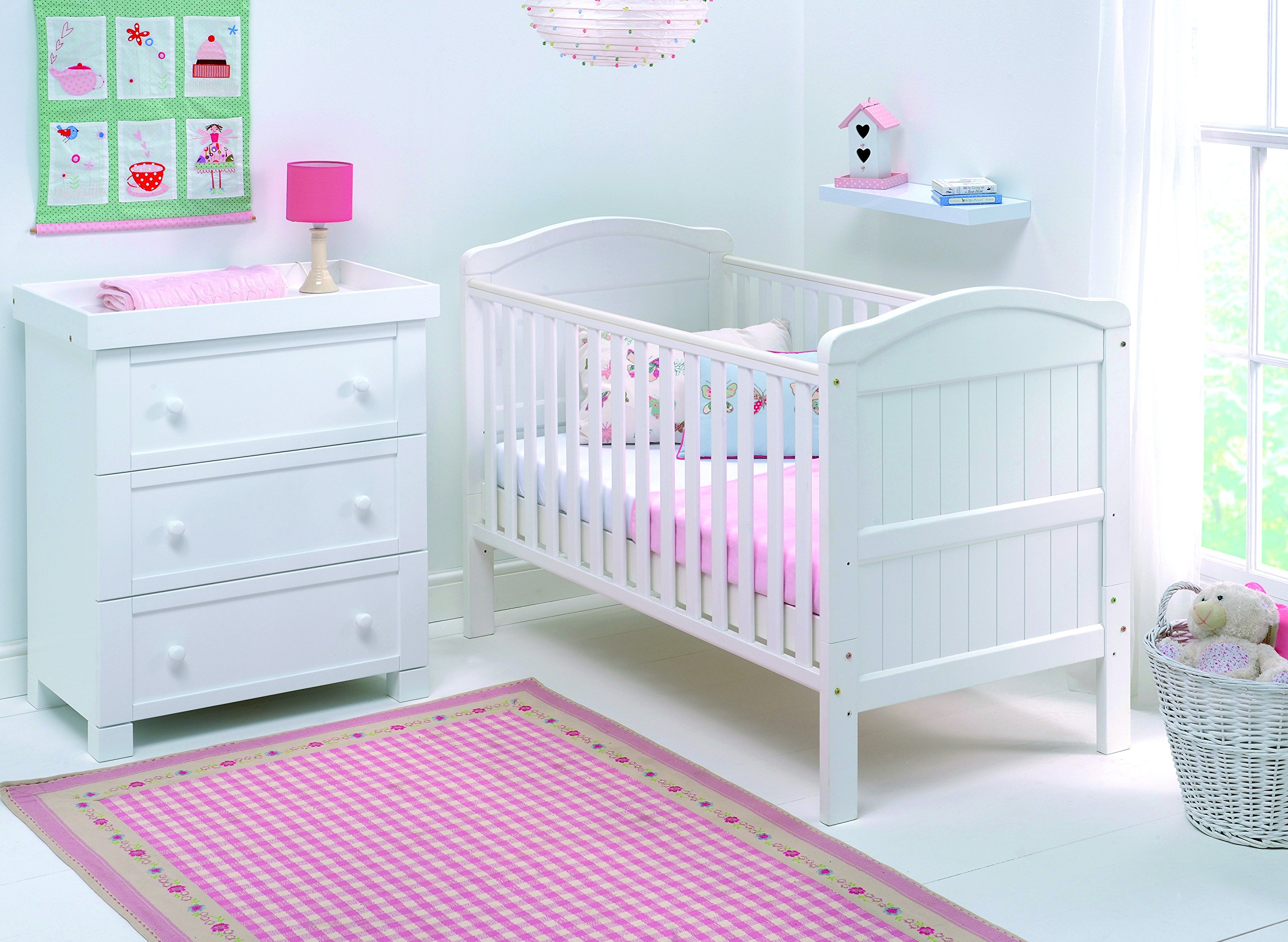 East Coast Country Cot Bed (White) East Coast Nursery Ltd 2 protective teething rails 3 base heights 2 fixed sides 3