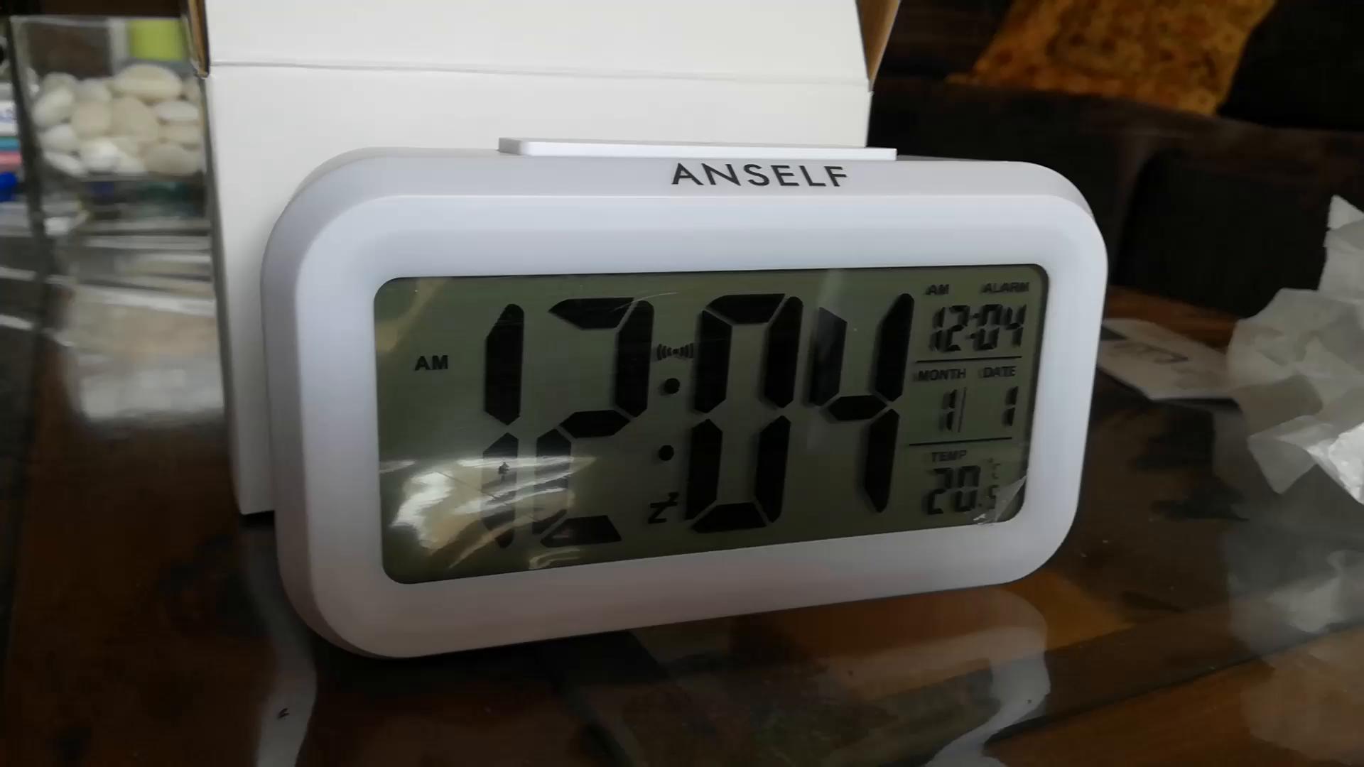 Anself LED Digital Alarma Despertador Reloj Repetición activada por luz Snooze Sensor de luz Tiempo Fecha Temperatura (Verde): Amazon.es: Hogar