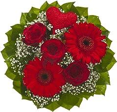 """Dominik Blumen und Pflanzen, Blumenstrauß """"Mit Liebe"""" aus roten Rosen, roten Gerbera, weißem Schleierkraut und Dekoherz aus Sisal"""
