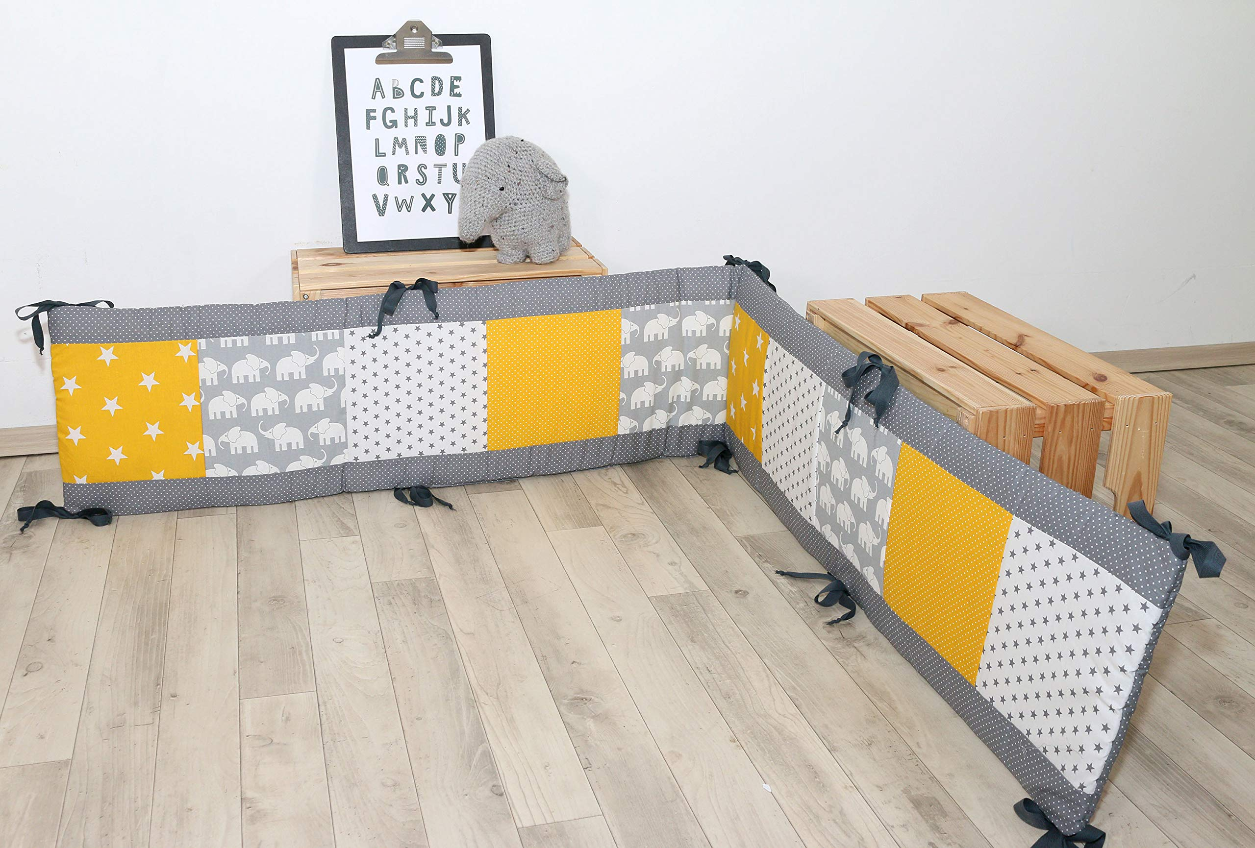 ULLENBOOM® Bumper- Yellow Elephants (400x 30cm Baby playpen Bumper, Full Surround Bumper Pads for 100x 100cm playpen) ULLENBOOM This 400x 30cm patchwork bumper serves as a protective insert and surround for 100x 100cm playpens, to provide babies with protection- especially head protection- from playpen bars The sizes 200x 30cm and 400x 30cm (full surround) are for playpens- the 'full surround' bumper comes in two sections. ULLENBOOM also offers additional sizes for 140x 70cm and 120x 60cm cots These bumpers can be washed at 30 °C and the materials used are certified according to the Oeko-Tex standard (tested for harmful substances, hypoallergenic); smooth outer fabric: 100% cotton (Oeko-Tex); soft, thick wadding: 100% polyester (Oeko-Tex) 2