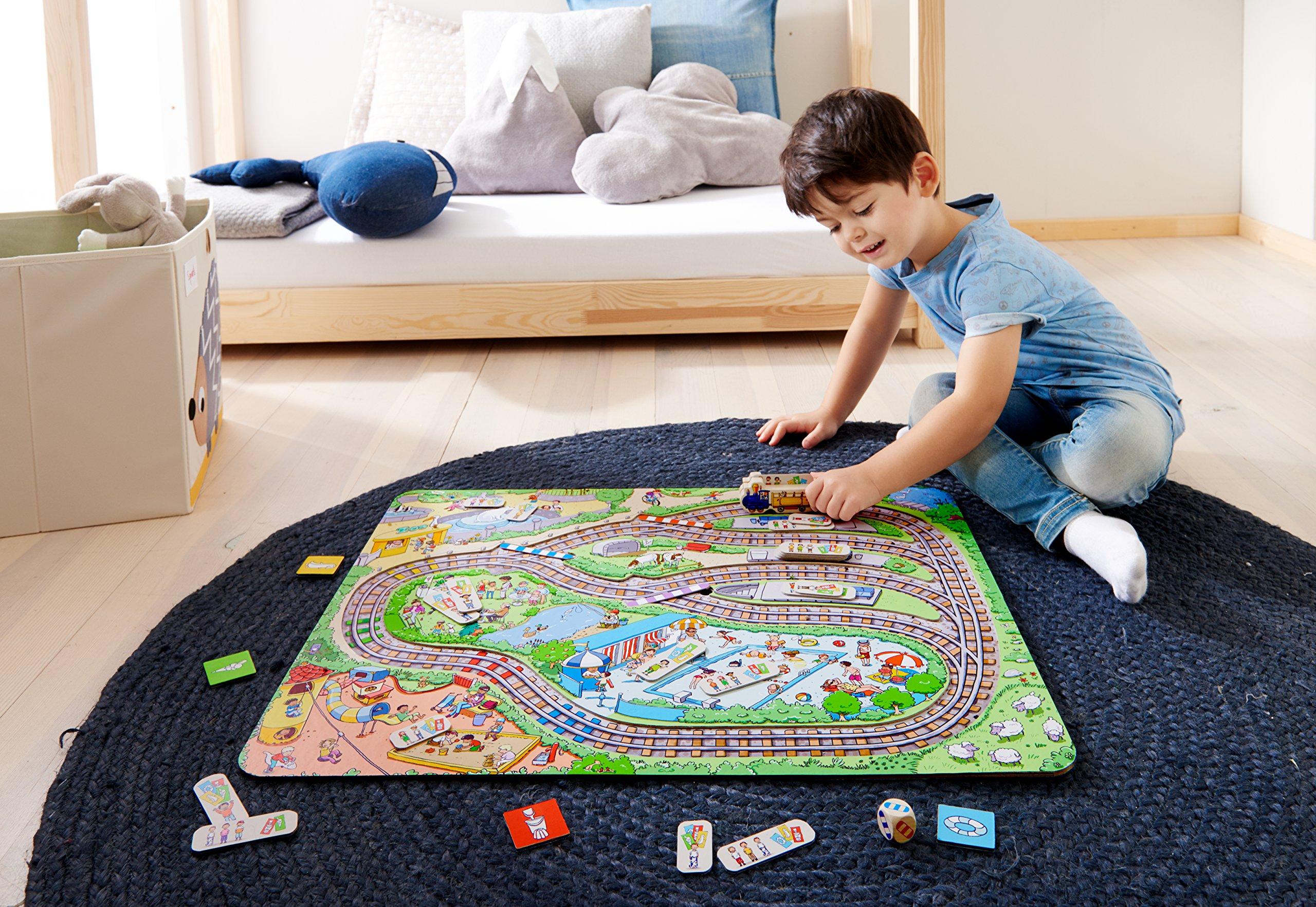 Haba-303736-Tschu-tschu-kleine-Eisenbahn-Brettspiel-mit-groem-Puzzle-Spielplan-Wrfel-Eisenbahn-24-Fahrgast-Plttchen-3-Weichen-und-4-Haltestellen-Spielzeug-ab-3-Jahren