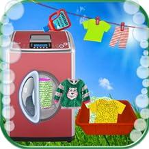 bambini che lavano i vestiti della lavanderia