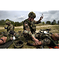 68W Health Care Specialist Fieldcraft Student Handouts And Course Handbook: Combat Medic Training With Tactical Combat…
