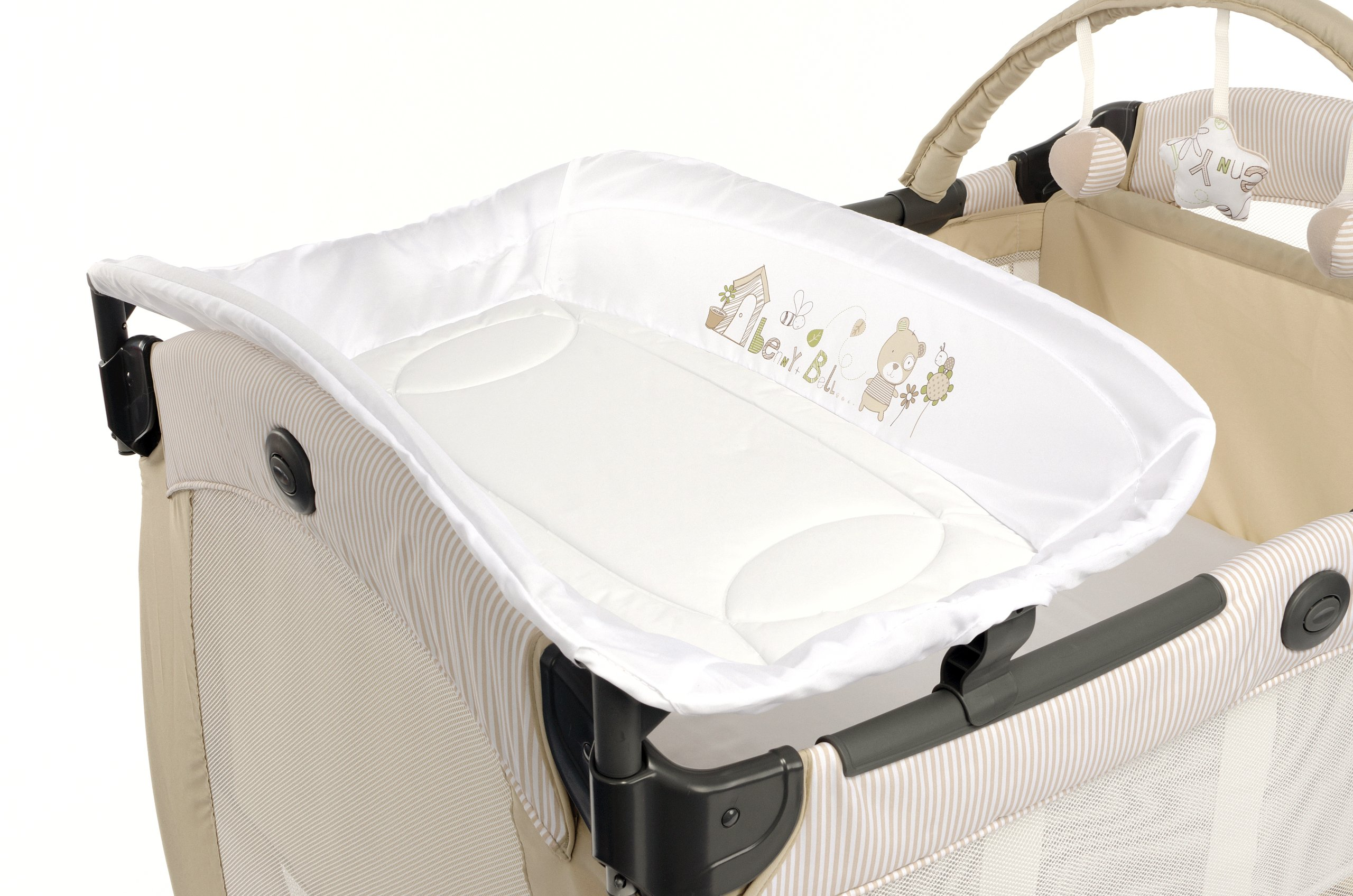 Graco Contour Electra Travel Cot - Benny and Bell Graco The bassinet is suitable from birth to 6.5 kg/3 months The bed is suitable from birth to about 3 years/15 kg Detachable control box for night light, music and vibration 2