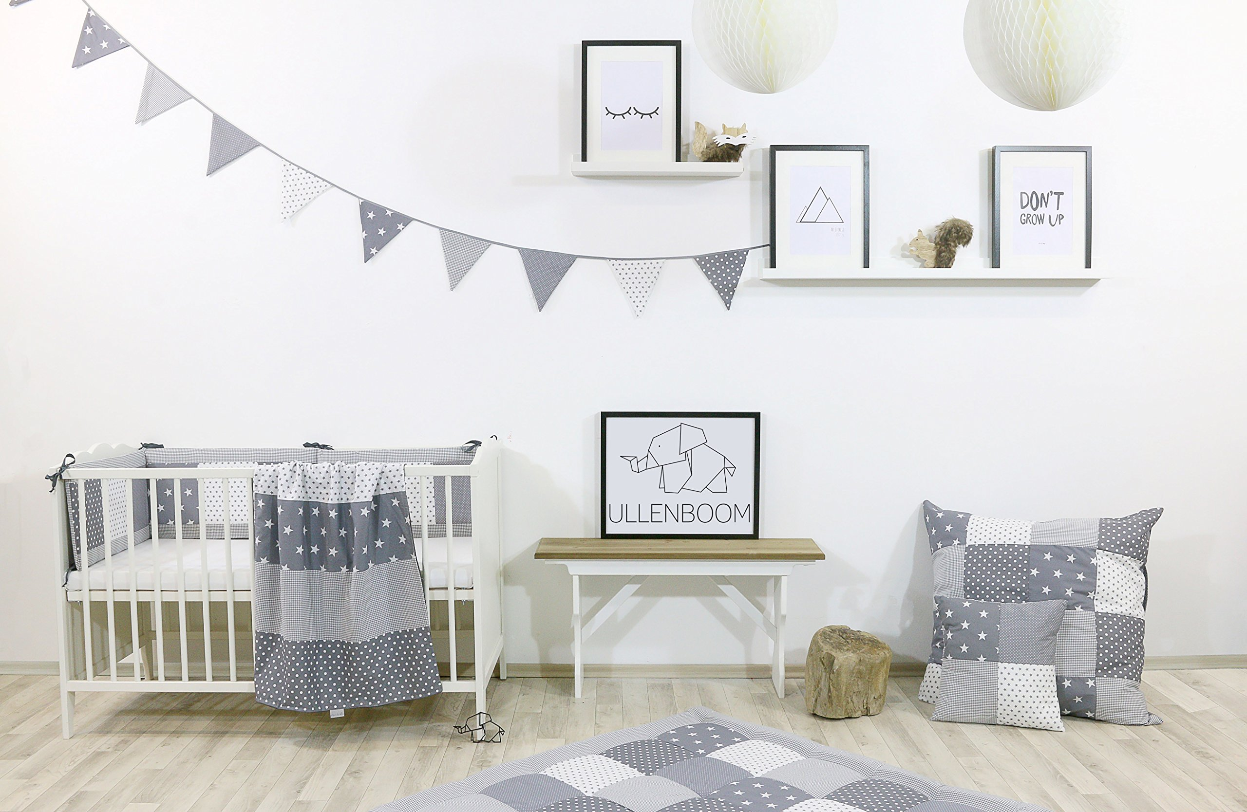 ULLENBOOM ® Bumper - Grey Stars (400 x 30 cm Baby playpen Bumper, Full Surround Bumper Pads for 100 x 100 cm playpen) ULLENBOOM This 400 x 30 cm patchwork bumper serves as a protective insert and surround for 100 x 100 cm playpens, to provide babies with protection - especially head protection - from playpen bars The sizes 200 x 30 cm and 400 x 30 cm (full surround) are for playpens - the 'full surround' bumper comes in two sections. ULLENBOOM  also offers additional sizes for 140 x 70 cm and 120 x 60 cm cots These bumpers can be washed at 30 °C and the materials used are certified according to the Oeko-Tex standard (tested for harmful substances, hypoallergenic); smooth outer fabric: 100% cotton (Oeko-Tex); soft, thick wadding: 100% polyester (Oeko-Tex) 2