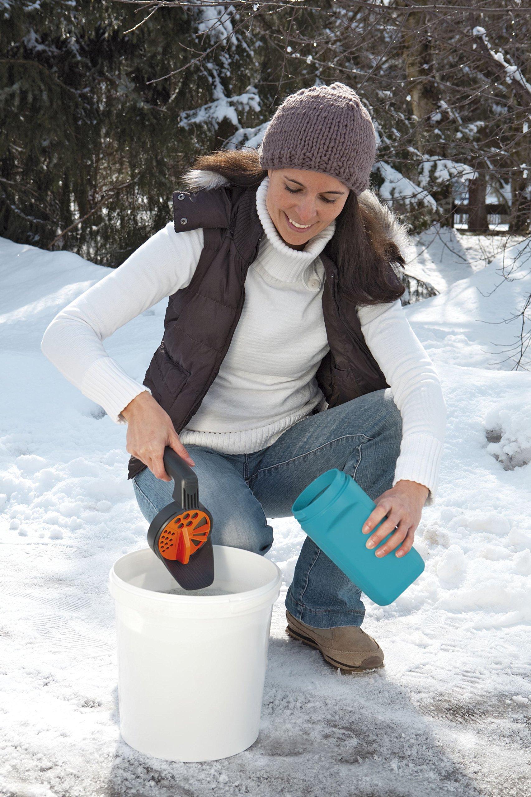Gardena Kleinstreuer S Aktion: Streugutbehälter und Handstreuer geeignet für Sand, Salz und Splitt, zum Streuen im Winter, einzigartiges Dosiersystem, auch für Dünger und Saatgut verwendbar (3255-30)