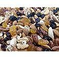 Gemengde noten en druiven - Amandelen, hazelnoten, cashewnoten, pecannoten, paranoten, walnootpitten, rozijnen, veenbessen -