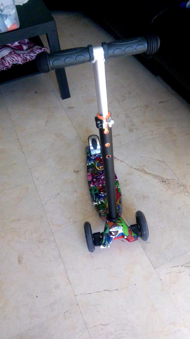 Profun Patinete Scooter para Niños Patinete de 3 Ruedas PU LED Luces Altura de Manillar Ajustable 54CM-69CM para Niños de 3-8 años (Graffiti 2): Amazon.es: ...