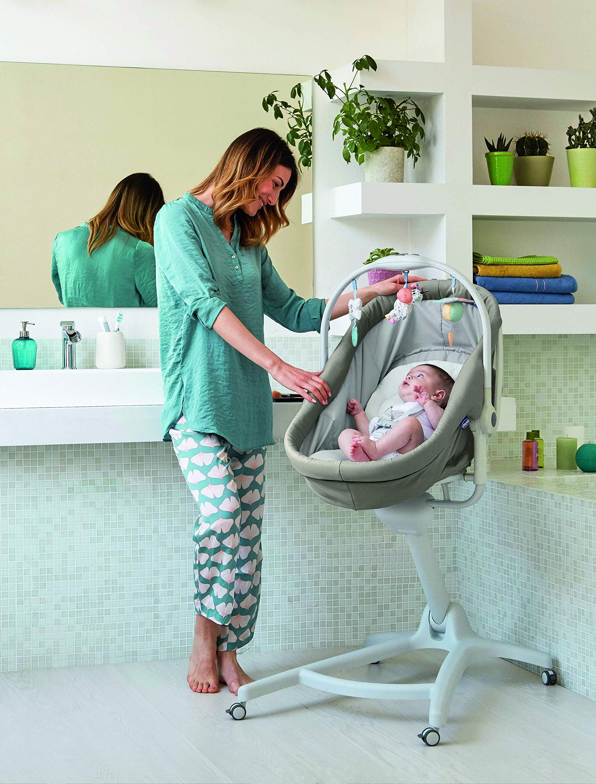 Chicco Baby Hug 4 in 1, Legend  It covers all your and your baby's needs: it is a comfy crib, a recliner from birth, a convenient highchair and finally your child's first chair from 6 months. Adjustable heights and backrest and 4 wheels Removable reducer to make the recliner suitable from birth 7