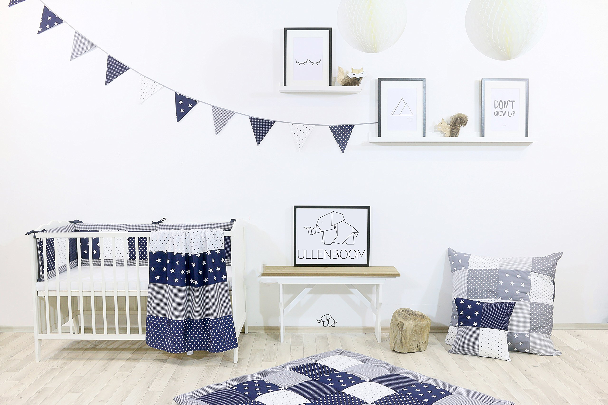 ULLENBOOM® Bumper- Blue Stars (200x 30cm Baby playpen Bumper, 100x 100cm playpen Bumper Pads for The Head Area) ULLENBOOM This 200x 30cm patchwork bumper serves as a protective insert and surround for 100x 100cm playpens, to provide babies with protection- especially head protection- from playpen bars The sizes 200x 30cm and 400x 30cm (full surround) are for playpens- the 'full surround' bumper comes in two sections. ULLENBOOM also offers additional sizes for 140x 70cm and 120x 60cm cots These bumpers can be washed at 30 °C and the materials used are certified according to the Oeko-Tex standard (tested for harmful substances, hypoallergenic); smooth outer fabric: 100% cotton (Oeko-Tex); soft, thick wadding: 100% polyester (Oeko-Tex) 3