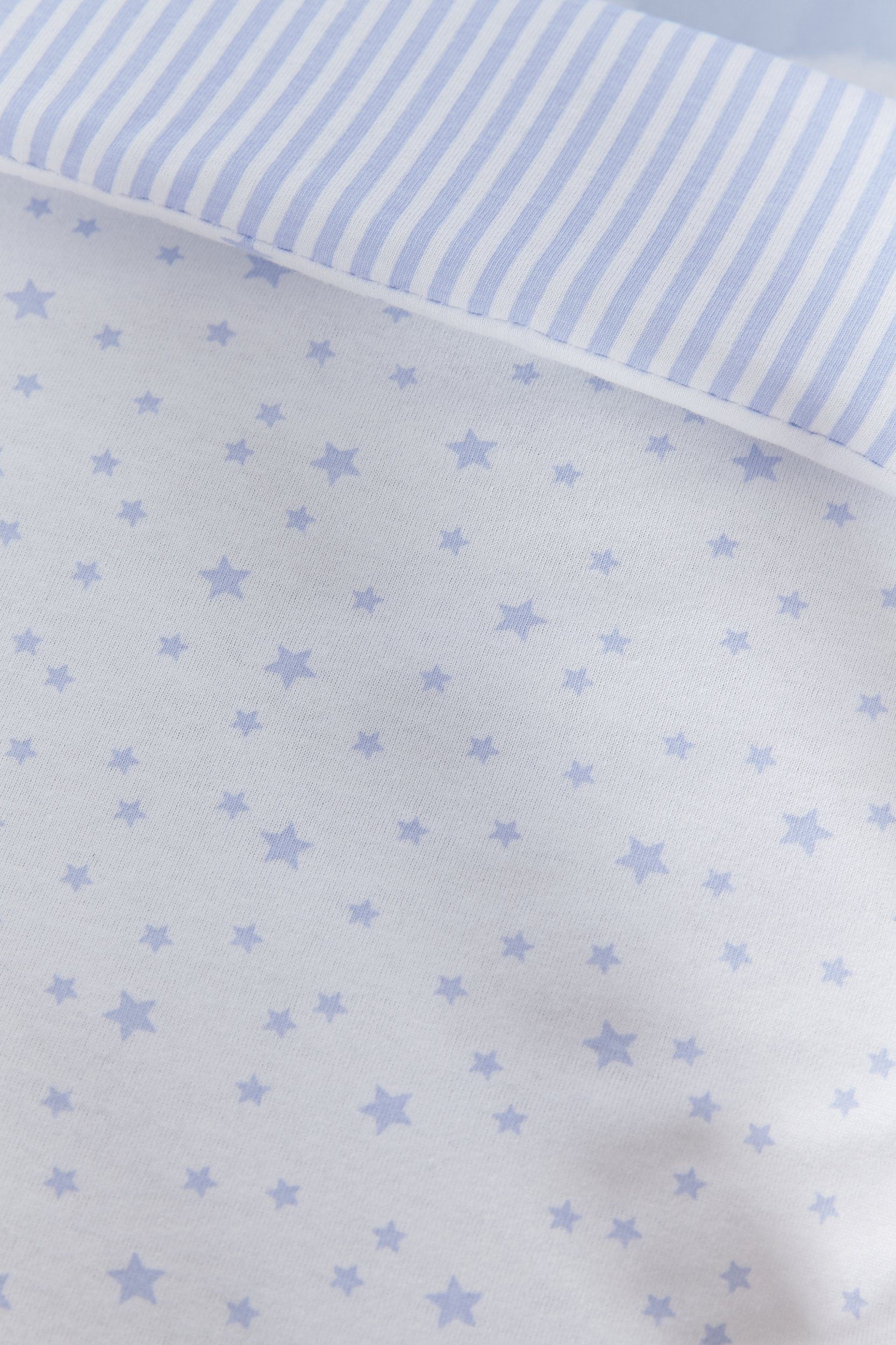 Clair de Lune Crib Set (Blue, Stars and Stripes, 2-Piece) Clair de Lune Featuring a subtle Stars and Stripes print this beautiful bedding set creates a relaxing sleeping area for your precious little one. Made from super soft 100% cotton. Comes complete with Stars and Stripes reversible padded bumper, and 2.5 tog coverlet. 8