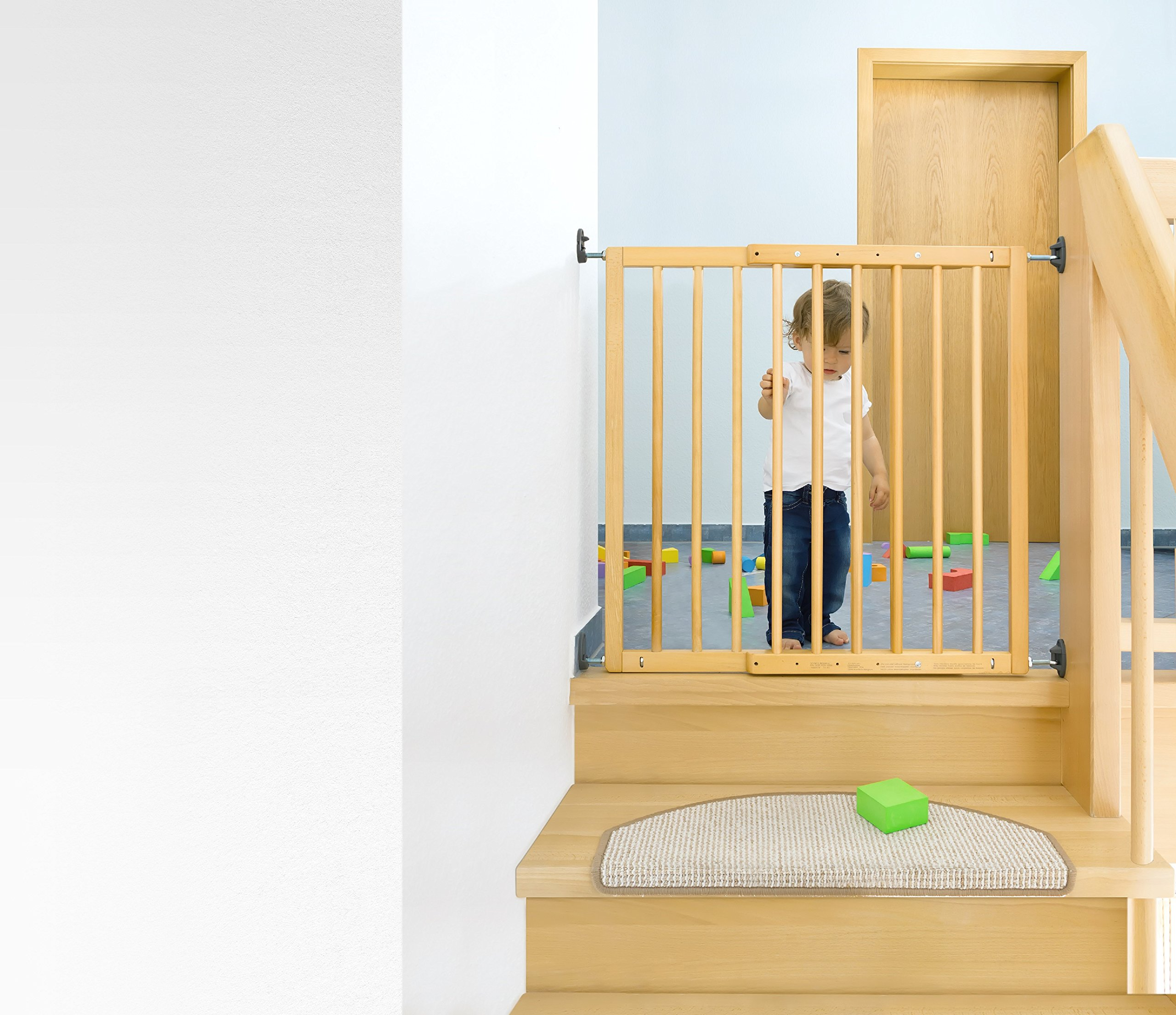 Reer Leon Wooden Stair Gate + Safety Lock 64.5 - 106 cm - Collection 2015 Reer Securing staircases and passageways with steps Stopper for limiting the opening direction Freely adapted by 4-point adjustment 3