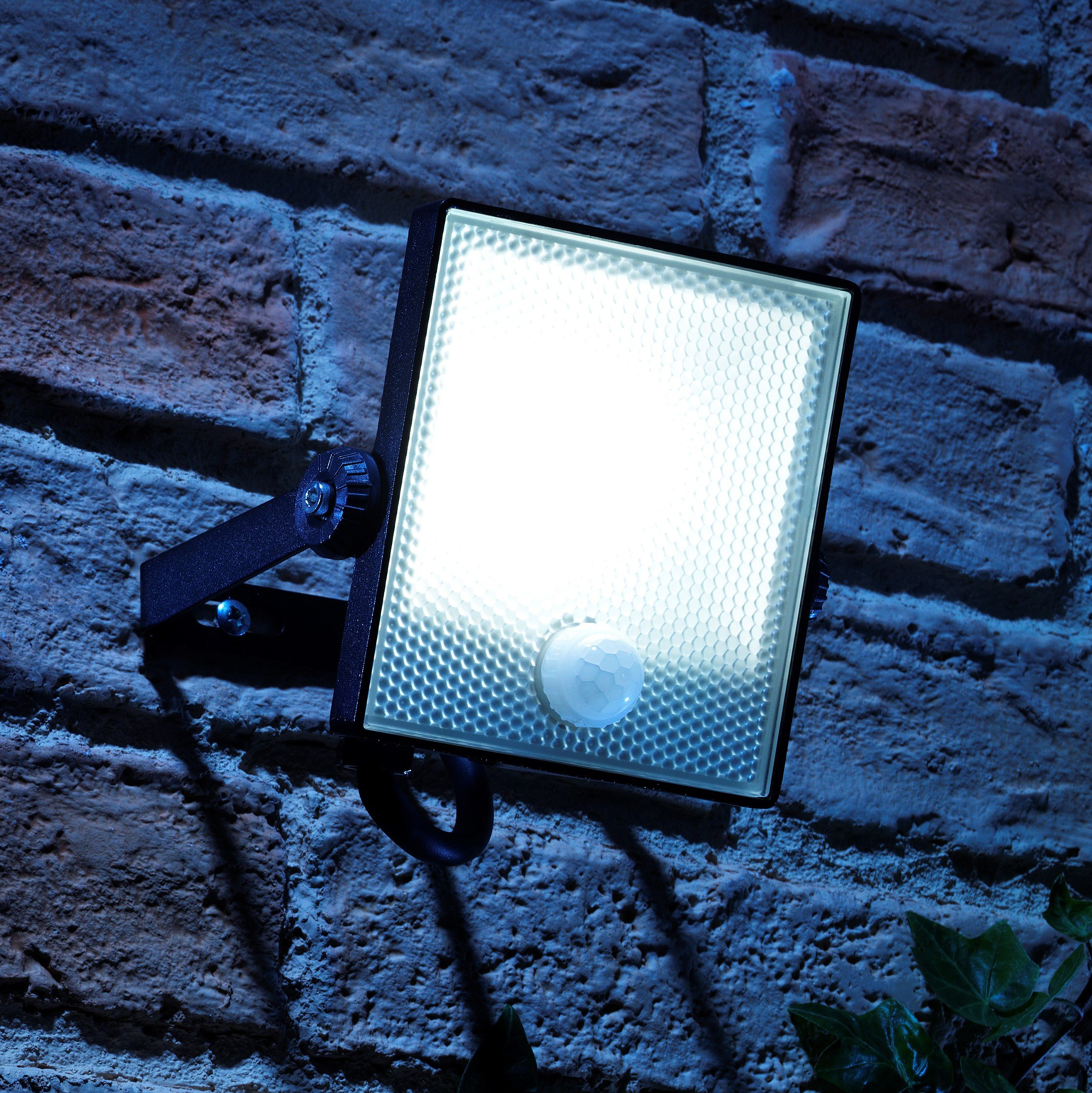Details About Outdoor Led Flood Light With Motion Pir Security Sensor Wall Mounted 150watt Eqv
