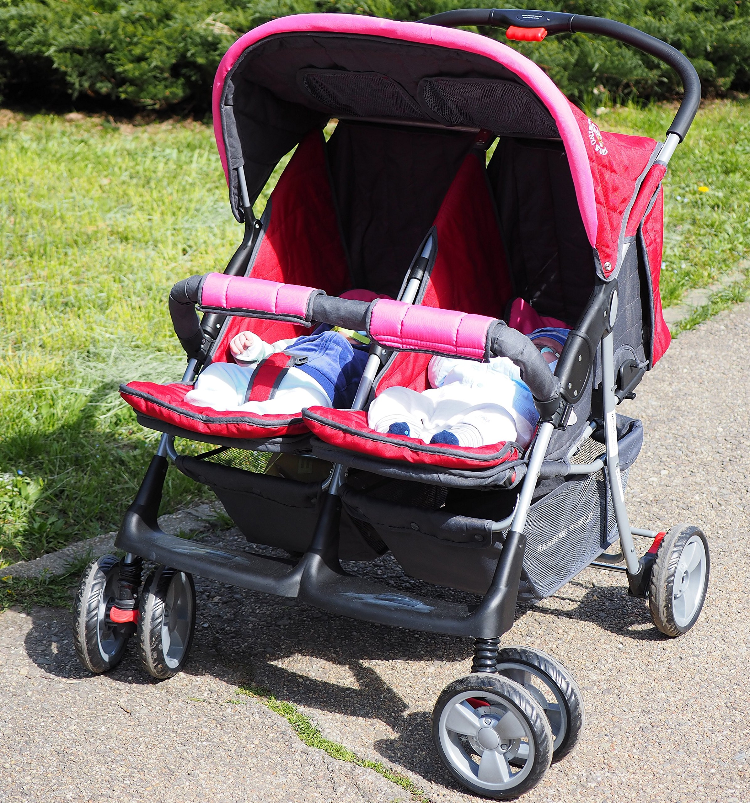 Deluxe Tandem - Twin Pram rose - BambinoWorld Bambino World Ideal pram for parents of twins or children with small difference in age.Thus you remain mobile also with 2 babies or infants. Main features: Very compact and light ; Adjustable backrest ; Foot rests adjustable ; Easy folding . 100% safety for your child : 5-point safety harness ; Brake on rear wheels ; Lockable swivel front wheels ; Complies with strict European norms . 8