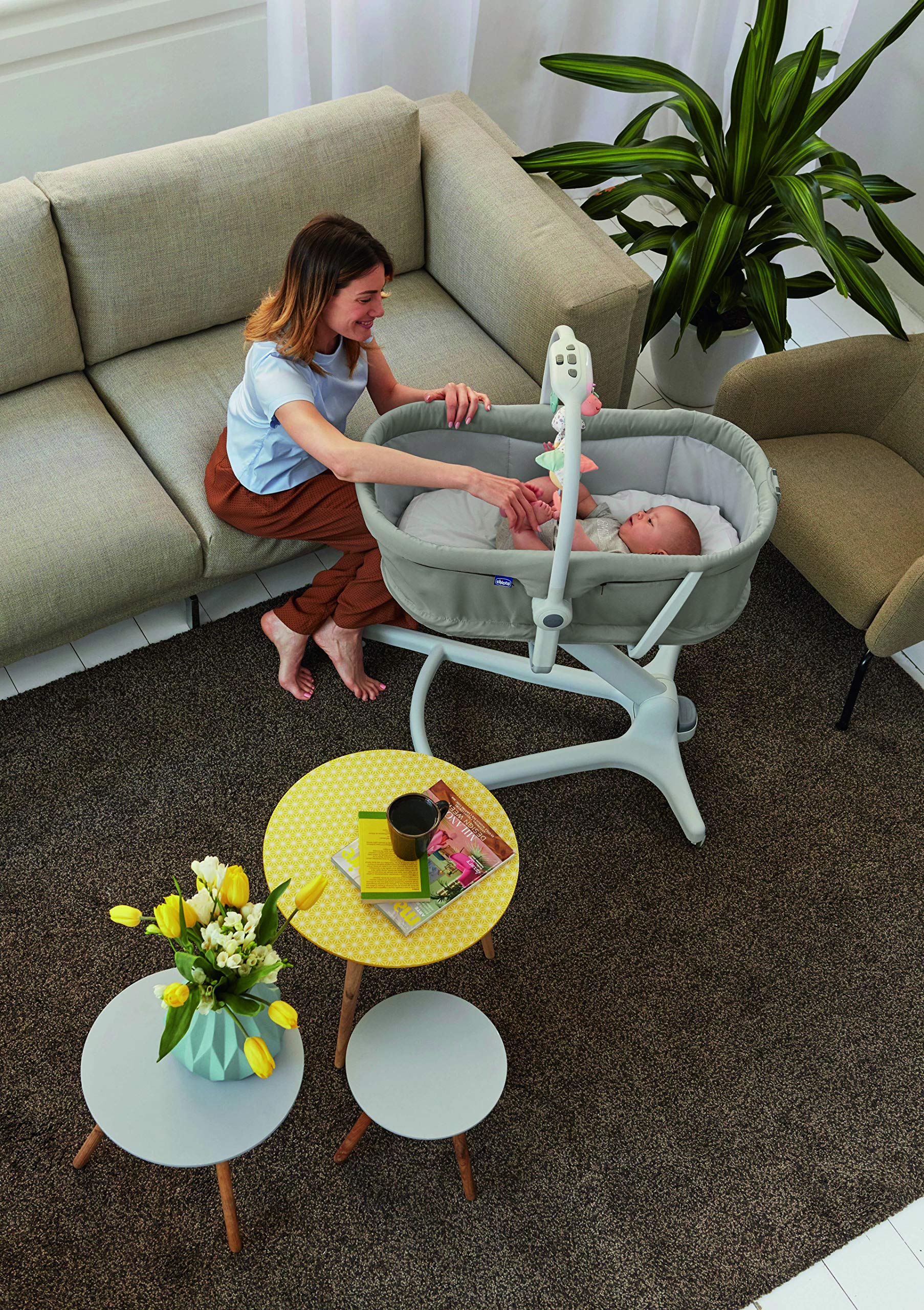 Chicco Baby Hug 4 in 1, Legend  It covers all your and your baby's needs: it is a comfy crib, a recliner from birth, a convenient highchair and finally your child's first chair from 6 months. Adjustable heights and backrest and 4 wheels Removable reducer to make the recliner suitable from birth 8