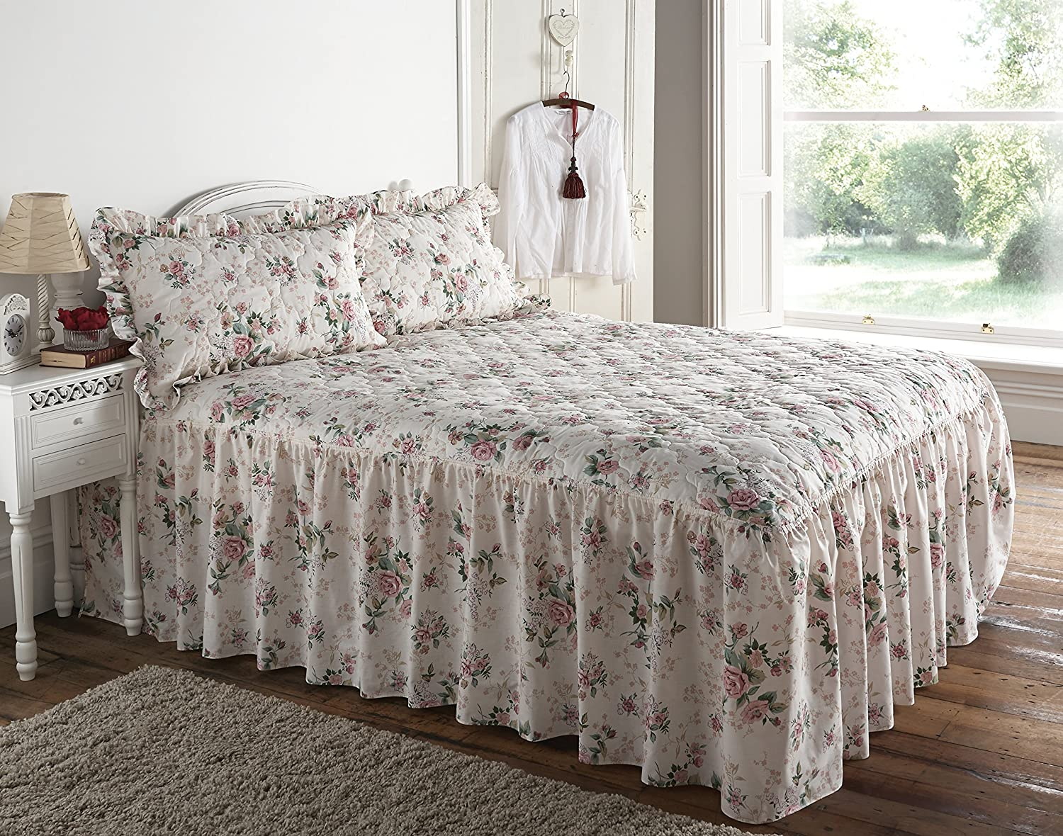 Quilted Classic Rose Garden Floral Fitted Double Bedspread: Amazon ... : fitted quilted bedspreads - Adamdwight.com