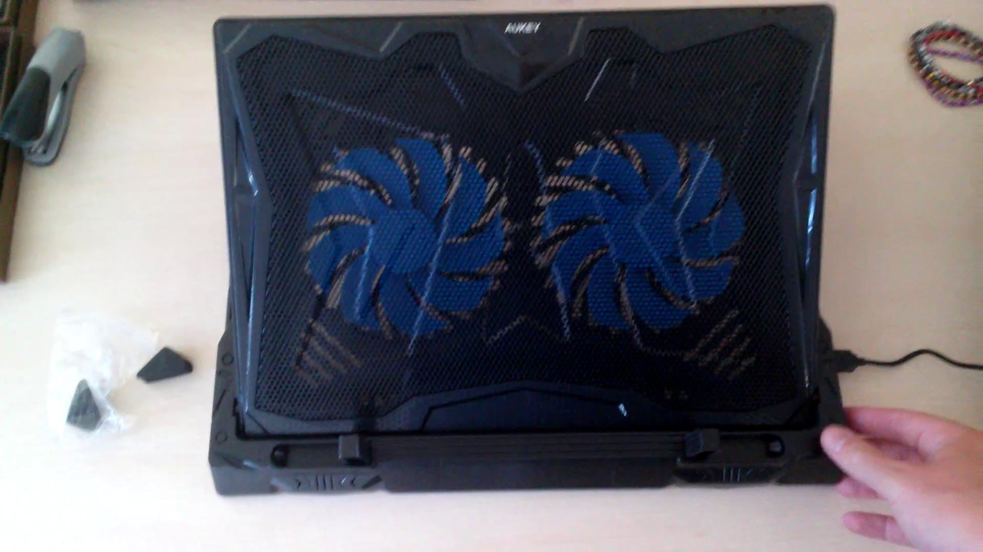 AUKEY Refroidisseur PC Portable 4 Ventilateurs, Support Ordinateur Portable  12-17 Pouces LED Bleus avec 2 ... 5df1a64d1128